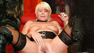 Kinky mature slut fisting herself