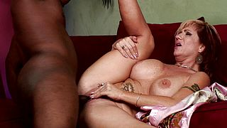 Blonde mature shows amazing nudity during hard sex
