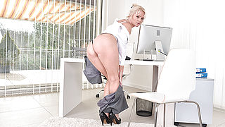 Hot steamy MILF playing with her pussy on the office