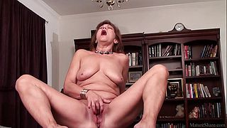 Mature mom playing with her shaved vagina on camera