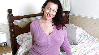Curvy British housewife fucking and sucking her ass off